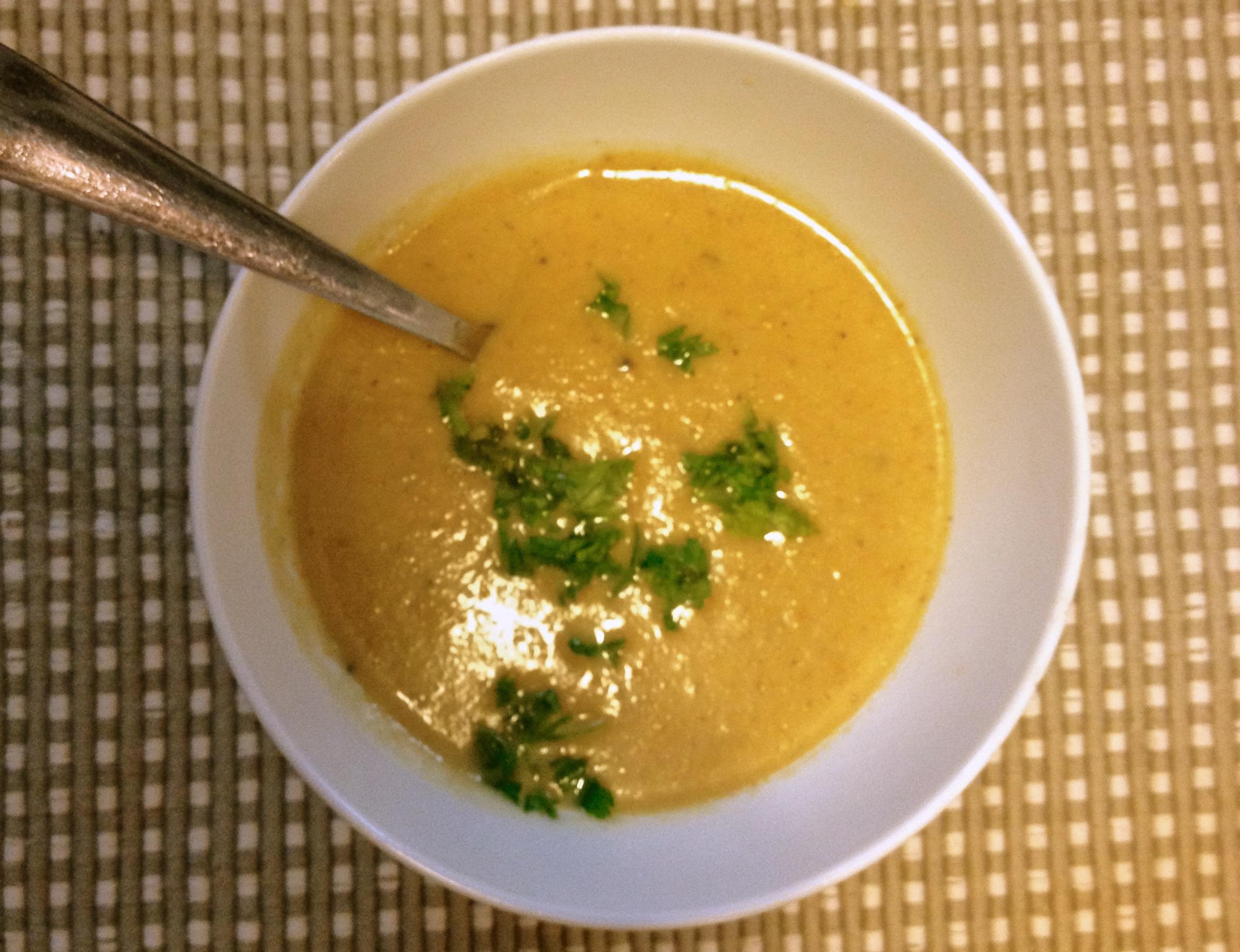 Healthy Roasted Garlic And Cauliflower Soup :: YummyMummyClub.ca