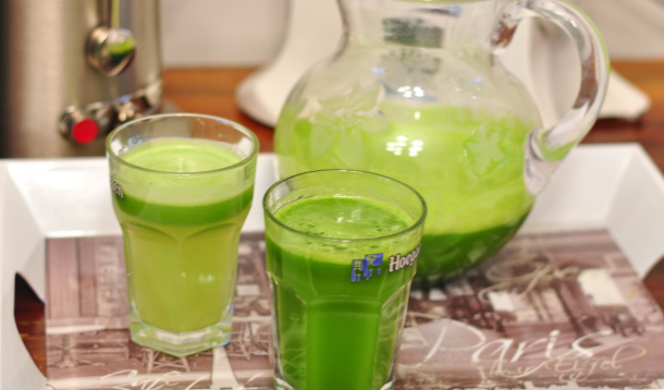 Slow Juicer Vs Normal : It s a Juicer Showdown! Masticating vs. Centrifugal :: YummyMummyClub.ca