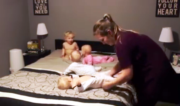 Mom wrangles four babies at bedtime   YummyMummyClub.ca
