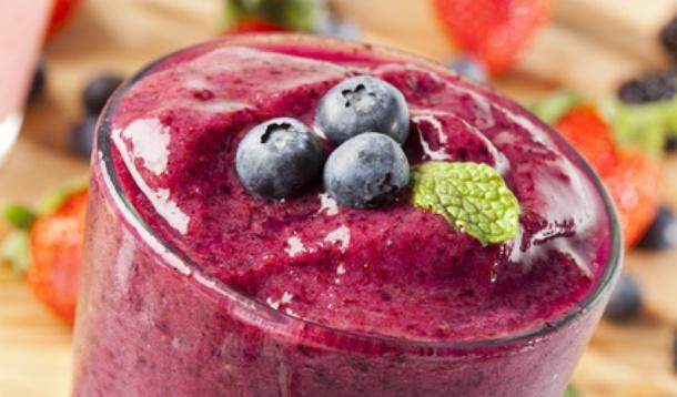 lunch time berry smoothies