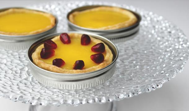 Using canning lids instead of springform pans makes for perfect mini tarts