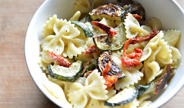 Creamy_Alfredo_Pasta_Roasted_vegetables_vegan