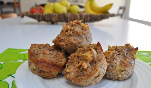 These muffins are a fun, healthy, kid-friendly twist on a traditional oatmeal breakfast. (And it freezes well, too!) | YMCFood