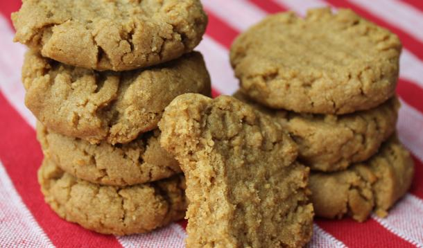 chewy and delicious peanut butter cookies that are gluten and dairy free!
