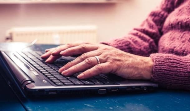 Adventures in Tech: Teaching Tweens Tweeting to Guiding Grandma at Google | YMCTech | YummyMummyClub.ca