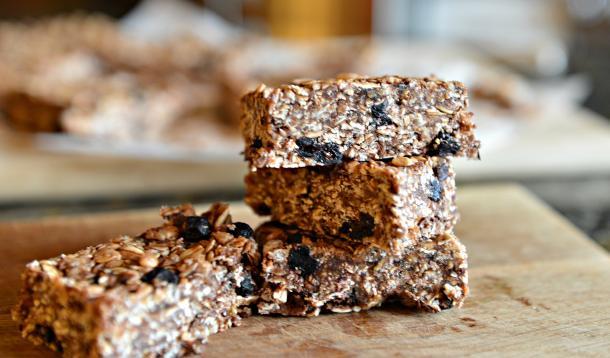 Nut-Free, School-Safe, Easy Homemade Granola Bar Recipe