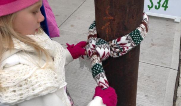Halifax kids leave coats on lightpoles for homeless | YummyMummyClub.ca