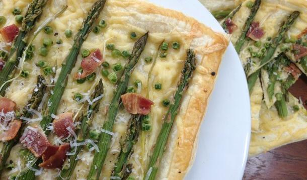This spring tart combines seasonal asparagus, green onions, peas, gouda and bacon - because everything tastes better with bacon. Tarts are a fabulous addition to the kids' lunch box or alongside a green salad for lunch or dinner.​ | YMCFood | YummyMummyClub.ca