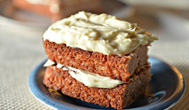 This is a delicious, not-too-sweet cake that can be made vegan or not, depending on your preferences. It goes wonderfully with coconut whipped cream, or layered with buttercream or cream cheese frosting. However you slice it, it's bliss!| YMCFood | YummyMummyClub.ca
