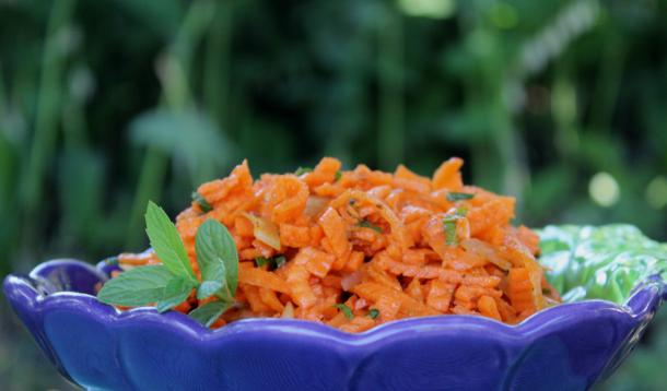 Perk up your carrots with a quick sweet and spicy dressing | Sweet and Spicy Carrot Salad | YummyMummyClub.ca