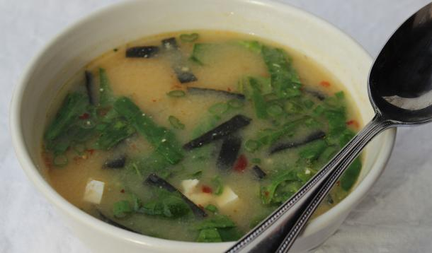 Ten Minute Miso soup is incredibly nutritious and made with easily sourced ingredients | YummyMummyClub.ca