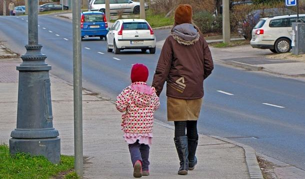 Parents Banned from Walking Kids Home | YummyMummyClub.ca