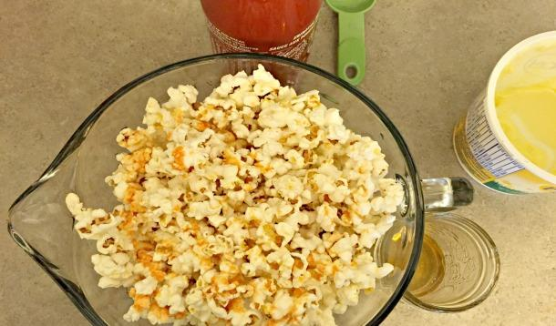 Honey and Sriracha Popcorn recipe | YummyMummyClub.ca
