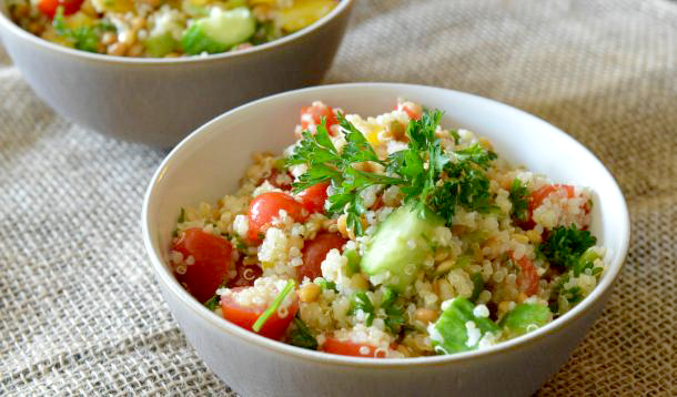 Eat healthy with this Lemon-y Lentil Quinoa Salad AND save time! You can make the quinoa ahead, keep your kitchen cool, and also have a delicious meatless lunch or dinner at your fingertips in minutes. | Vegan | Vegetarian