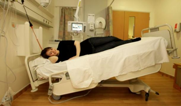 (Tilted) Bed Rest for Pregnant Woman :: YummyMummyClub.ca