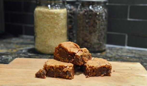 gluten free blondies with chocolate chips and quinoa