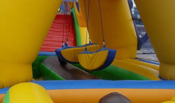 Girl dies in bouncy castle accident | YummyMummyClub.ca