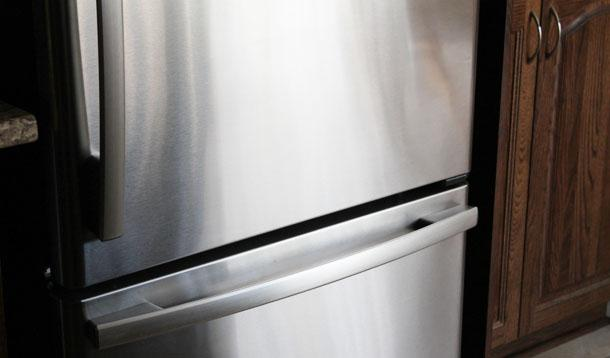 How to Clean Stainless Steel Using One Natural Ingredient