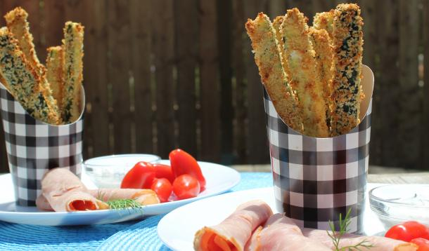 Oven-baked zucchini sticks are crispy, healthy and delicious | YummyMummyClub.ca