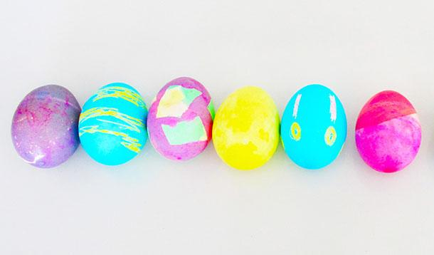 decorating_easter_eggs