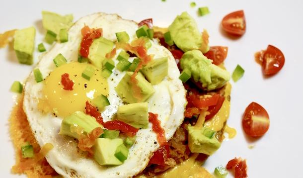 These high-protein, healthy and vegetarian Scrumptious Breakfast Egg Tostadas are a great choice for breakfast, lunch, brunch, or even dinner! | YMCFood | YummyMummyClub.ca