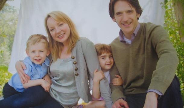 Jessica Holmes with her two kids and husband Scott