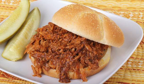 Slow Cooker Pulled Pork Recipe :: YummyMummyClub.ca