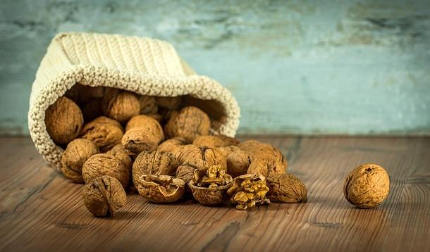 AR - According to a multitude of research, both old and new, walnuts might just be the next nutritional superfood. | Nutrition | Health | YummyMummyClub.ca