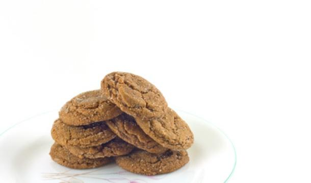 AR - Soft and Chewy Triple Ginger Chocolate Cookies; We suggest you double the recipe because they will disappear in no time. | YMCFood | YummyMummyClub.ca
