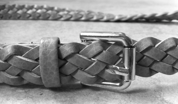 If you're looking for some style help with your belt knots, check out these 5 easy fashionable ways to tie your leather belt. | YummyMummyClub.ca