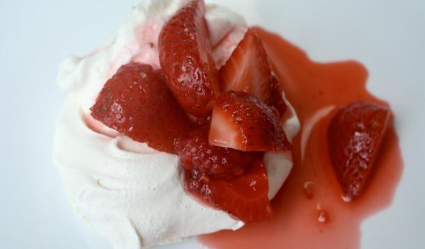 sweet summer meringue recipe | YummyMummyClub.ca