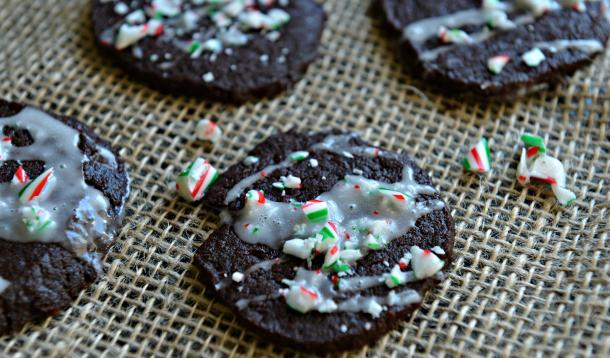 These peppermint crunch icebox cookies are the perfect treat for Santa. They're pre-preparable, freezable, vegetarian, and easy to make vegan! | Baking | Christmas | YMCFood | YummyMummyClub.ca