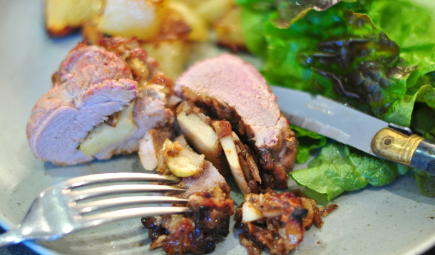 Pork tenderloin with apple and Brie