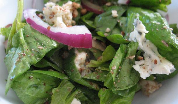 Hazelnut Blue Cheese Spinach Salad Recipe :: YummyMummyClub.ca
