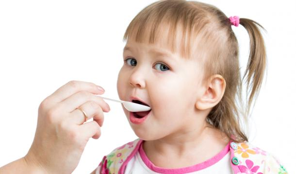 Why Your Toddler Should Feed Themselves | YummyMummyClub.ca