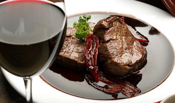 Steak in Red Wine Sauce Recipe :: YummyMummyClub.ca
