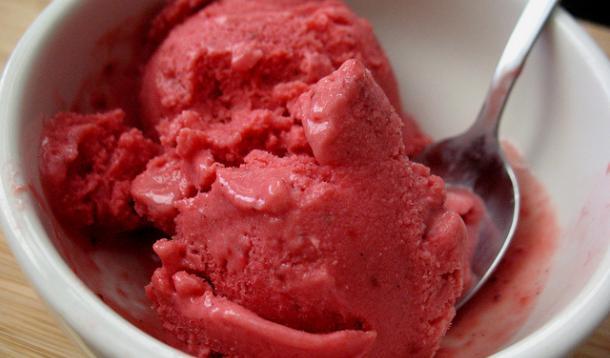Strawberry buttermilk sherbet