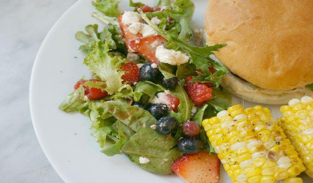 summer_berry_and_mixed_greens_salad