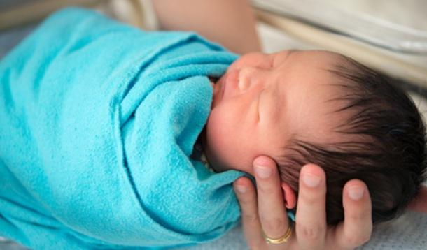 Study finds swaddling may lead to increased rate of SIDS | YummyMummyClub.ca