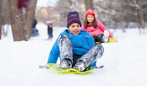 Kids_sledding