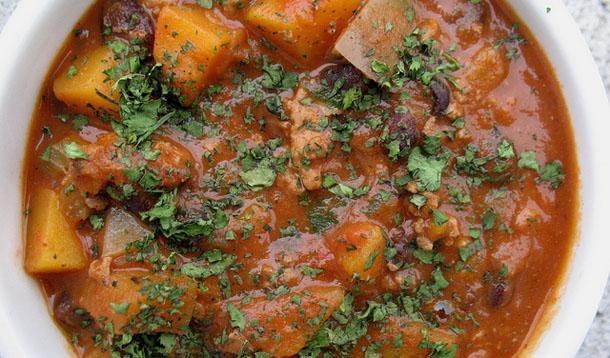 Turkey and Black Bean Chili Recipe :: YummyMummyClub.ca