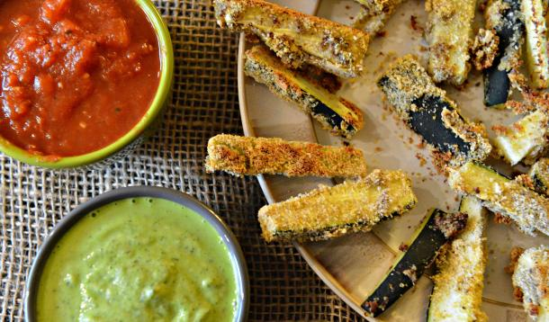 healthy low-calorie zucchini fries with lemon dill dip or marinara sauce