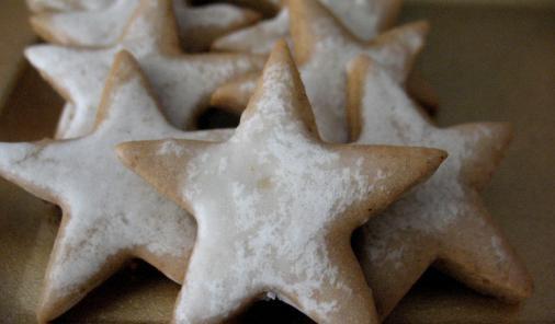Chewy Glazed Gingerbread Stars Recipe