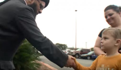 Boy donates piggy bank money to vandalized Mosque | YummyMummyClub.ca