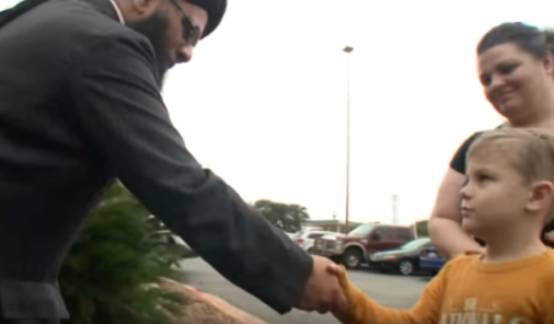 Boy donates piggy bank money to vandalized Mosque | YummyMummyClub.ca