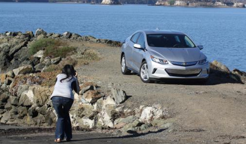 Considering an electric car? Put the Chevy Voltup on your list. Here's some of the great features that come with the 2016. | Cars | YummyMummyClub.ca