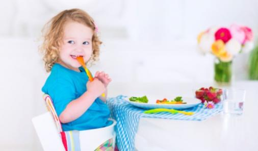 JM AR15 Transformative Phrases To Use With Your Fussy Eaters -Picky eating experts share their top phrases that help to diffuse mealtime battles with their own kids. | Parenting | YummyMummyClub.ca