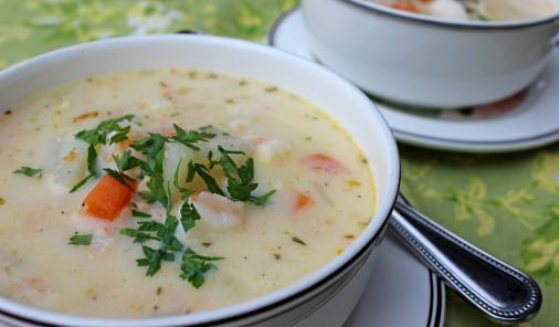Rich and creamy, this hearty chowder recipe is packed with seafood and vegetables and is super quick to prepare. Make this with  just fish, just seafood, or a combination of the two, and this easily becomes gluten-free with the substitution of sweet rice flour! | YMC | Food | YummyMummyClub.ca