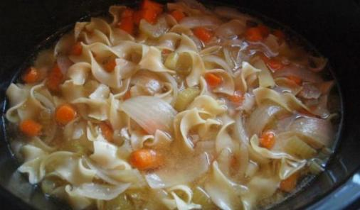 Chicken soup is good for the soul but this recipe is also good for your time management–it cooks in the crockpot while you're at work, making this slow cooker recipe a weeknight dinner winner! | YummyMummyClub.ca
