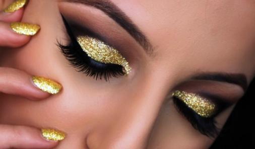 Holiday Glitter Eye How-To | YummyMummyClub.ca